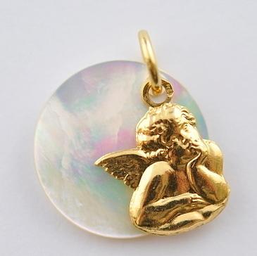 画像2: ノートルダム大聖堂ゴールド×マザーオブパール天使のチャーム【メール便可】